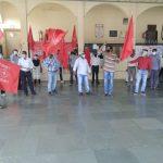 महू रेलवे स्टेशन पर भी कर्मचारियों ने अपनी मांगों को लेकर किया धरना- प्रदर्शन