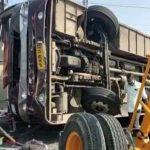 उज्जैन में मक्सी रोड पर ट्रक- बस की भिड़ंत, एक की मौत, कई घायल