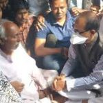 सीधी बस हादसे के पीड़ित परिवारों से मिले सीएम शिवराज, सरकार की ओर से हरसम्भव मदद का दिया भरोसा