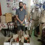 फ्लैट व कार से जब्त की गई हजारों रुपए मूल्य की अवैध विदेशी मदिरा, आरोपी गिरफ्तार