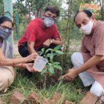 संस्था आनंद गोष्ठी ने घरों व बगीचों में करवाया पौधारोपण