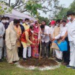 स्व. लक्ष्मण सिंह गौड़ की याद में सीएम शिवराज ने रोपा पौधा, विभिन्न स्थानों पर रोपे गए हजारों पौधे
